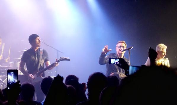 U2 at The Roxy : わずか500名を前に披露されたプレミア公演