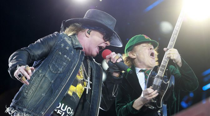 AC/DC Rock or Bust Tourで W.Axl Rose と Touch Too Much をライヴパフォーマンス & ブライアン・ジョンソンはファンに神対応