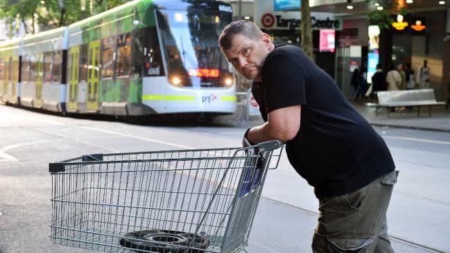 オーストラリア ライフスタイル & ビジネス研究所:刃物襲撃、容疑者に立ち向かったホームレス男性に寄付金