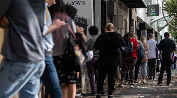 オーストラリア ライフスタイル & ビジネス研究所:失業者らが長蛇の列。「大恐慌以来危機」に高まる不安